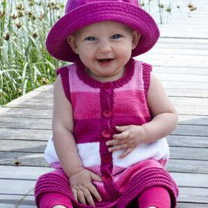 2199 Babykofta, klänning och byxor i Tilda